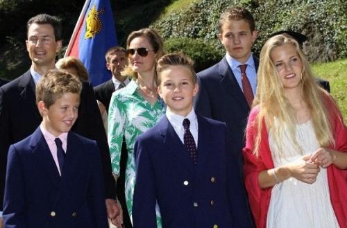 Принц Лихтенштейна с семьей
