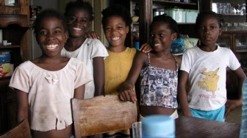 Юные жители Сан-Томе и Принсипи