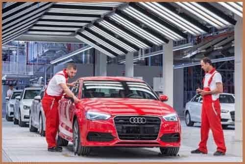 Производство Audi в Дьере, Венгрия.