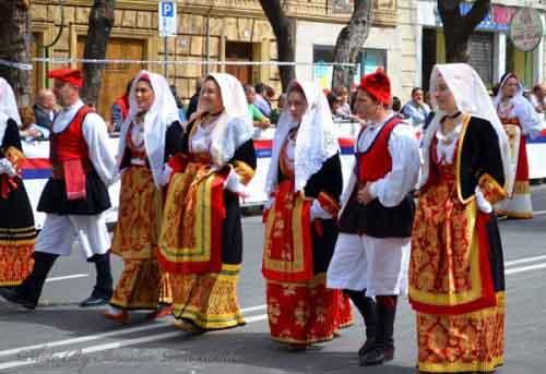 Итальянцы в национальных костюмах