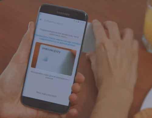 Отсканировать карту камерой телефона или ввести ее реквизиты вручную