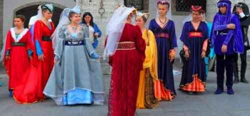 Санмаринцы в национальных костюмах